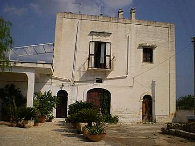 Image 2 | Farmhouse for sale with 13,000m2 of land, Ostuni, Brindisi, Puglia 130728