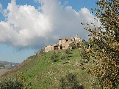 Picture of Farmhouse in Allerona, Umbria for sale  with 50000m2 of land - Reference 140390