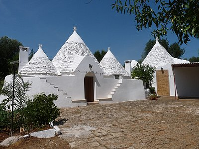 2 Trulli Units & Outbuilding