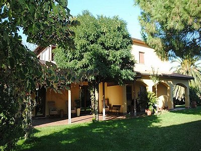 Farmhouse with vineyard in Livorno, Tuscany for sale