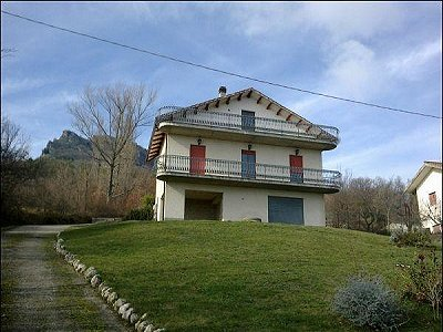 Picture of 3 bedroom House in Civitella Casanova, Southern Italy for sale  with 1000m2 of land - Reference 147794