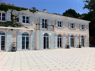 Large coastal estate in South of France with hotel / income