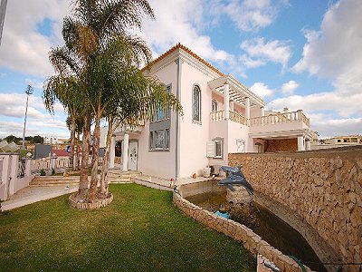 Picture of Villa For Sale Lagoa
