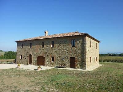 Image 2 | 6 bedroom farmhouse for sale with 3,000m2 of land, Panicale, Perugia, Umbria 153465