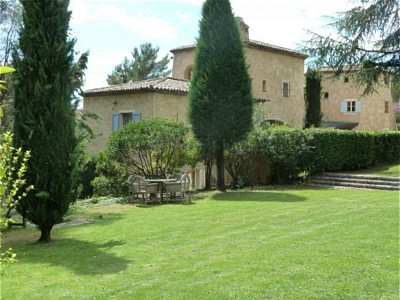 Spacious Valbonne property with large garden