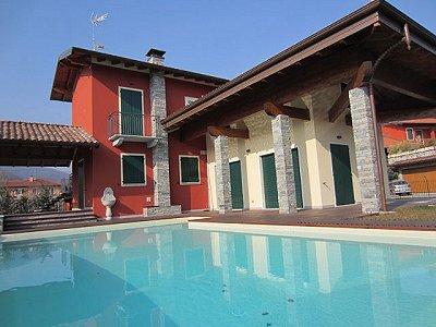 Image 3   3 bedroom villa for sale with 1,200m2 of land, Lesa, Novara, Lake Maggiore 156635