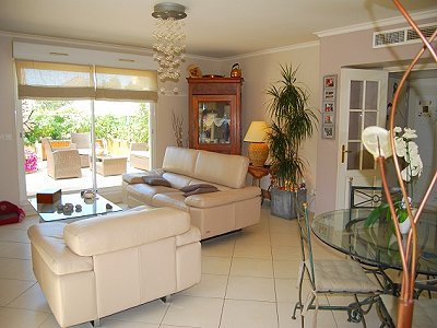 Image 2 | 3 bedroom apartment for sale with 86m2 of land, Valbonne, Provence 156927
