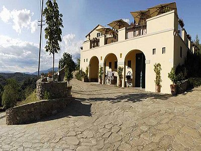 17th century Villa and guest house in Arezzo, Tuscany for sale with 600000m2 of land.