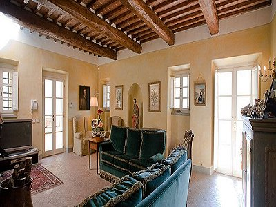 Image 11   17th century Villa and guest house in Arezzo, Tuscany for sale with 600000m2 of land. 157952