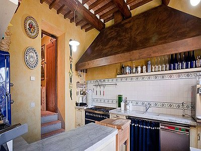 Image 18   17th century Villa and guest house in Arezzo, Tuscany for sale with 600000m2 of land. 157952