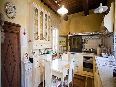 Image 4   17th century Villa and guest house in Arezzo, Tuscany for sale with 600000m2 of land. 157952