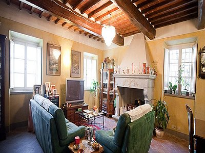 Image 8   17th century Villa and guest house in Arezzo, Tuscany for sale with 600000m2 of land. 157952