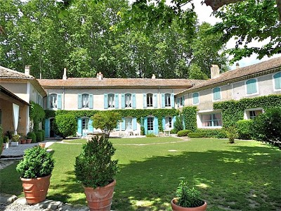 C18th Manor House with 7 apartments, outbuildings and 5.5 hectares of land.