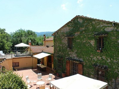 Image 2 | 10 bedroom farmhouse for sale with 2 hectares of land, Bucine, Siena, Tuscany 162769