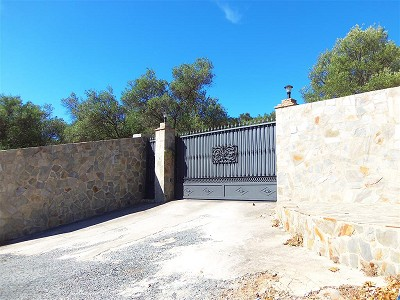 Image 10 | 3 bedroom farmhouse for sale with 1.3 hectares of land, Chullera, Malaga Costa del Sol, Andalucia 163168