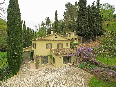 Delightful, renovated farmhouse in Grasse