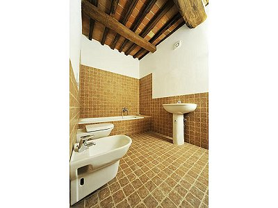 Image 9 | 2 bedroom house for sale with 1,000m2 of land, Bagno a Ripoli, Florence, Chianti 168430