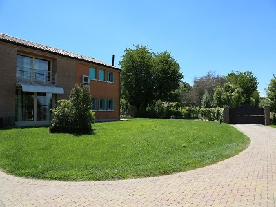 Image 6   A huge  villa with a lovely garden for sale  near Venice 170511