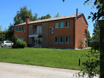 Image 7   A huge  villa with a lovely garden for sale  near Venice 170511