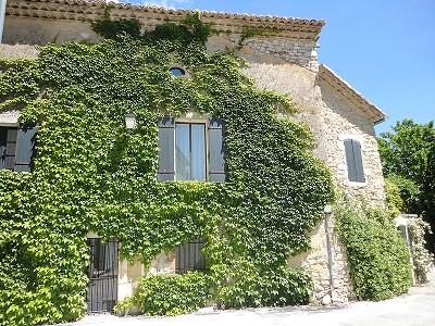 Farmhouse uzes france 170676 prestige property group for Garage uzes gard