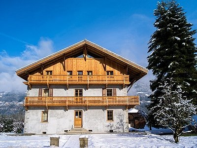 Image 3 | Magnificent Renovated Chalet with Boutique Hotel Potential 170739