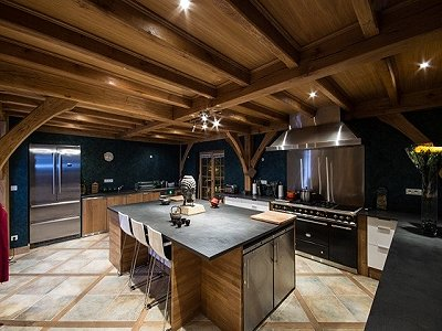Image 5 | Magnificent Renovated Chalet with Boutique Hotel Potential 170739