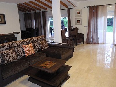Image 2   3 bedroom villa for sale with 0.4 hectares of land, Puerto Banus, Malaga Costa del Sol, Andalucia 171324