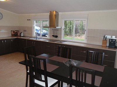 Image 4   3 bedroom villa for sale with 0.4 hectares of land, Puerto Banus, Malaga Costa del Sol, Andalucia 171324