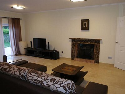 Image 8   3 bedroom villa for sale with 0.4 hectares of land, Puerto Banus, Malaga Costa del Sol, Andalucia 171324