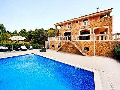 Image 2   5 bedroom villa for sale with 9,000m2 of land, Santa Maria del Cami, Central Mallorca, Mallorca 171663
