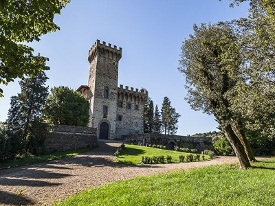 Luxury Castle for Sale with Vineyard in Tuscany