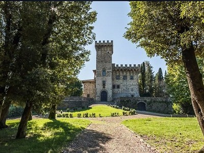 Image 2 | Luxury Castle for Sale with Vineyard in Tuscany 172662