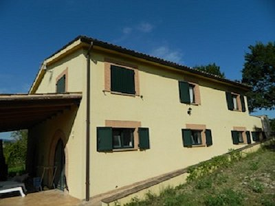 House and 3 cottages for sale outside San Ginesio with further planning permission for 4 dwellings.