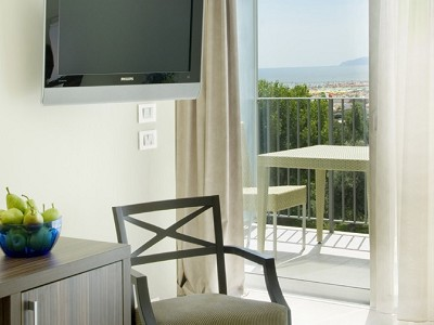 Image 2 | 48 bedroom hotel for sale with 900m2 of land, Rimini, Emilia-Romagna 173574
