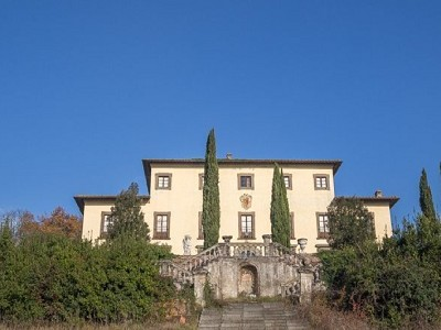 Image 2 | Prestigious 50 bedroom potential hotel with golf course in Tuscany 174945
