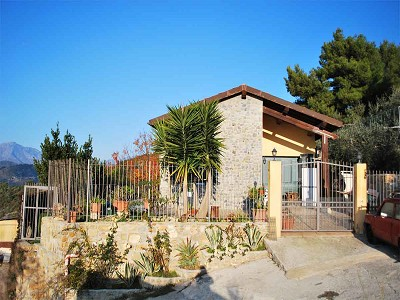 Image 2 | 3 bedroom villa for sale with 1,500m2 of land, Bordighera, Imperia, Liguria 174993
