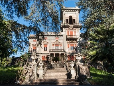8 bedroom villa for sale, Lucca, Tuscany
