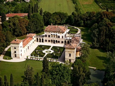 Prestigious  Valpolicella Villa with 18 bedrooms for sale as Hotel or Private Residence