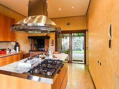 Image 11   9 bedroom villa for sale with 0.46 hectares of land, Torri del Benaco, Verona, Lake Garda 177312