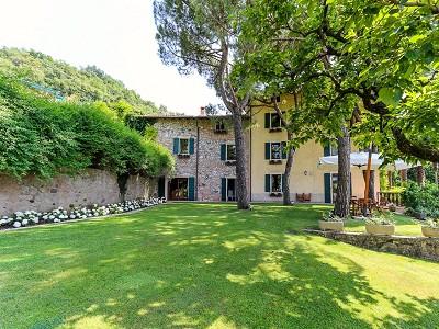 Image 2   9 bedroom villa for sale with 0.46 hectares of land, Torri del Benaco, Verona, Lake Garda 177312