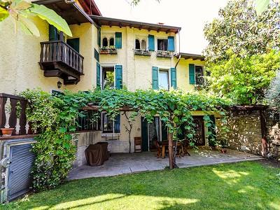 Image 4   9 bedroom villa for sale with 0.46 hectares of land, Torri del Benaco, Verona, Lake Garda 177312