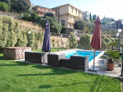 Image 2 | 4 bedroom villa for sale with 2,000m2 of land, Bordighera, Imperia, Liguria 178300