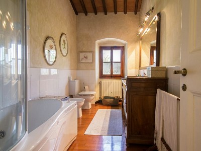 Image 9 | 7 bedroom farmhouse for sale with 2 hectares of land, Chianti, Florence, Tuscany 179293