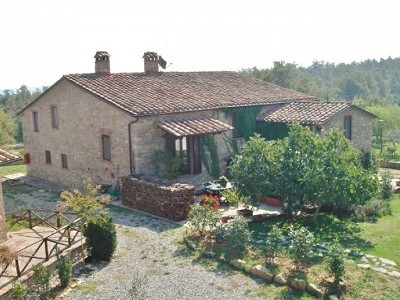 Farmhouse and gite complex in Montegabbione, Umbria for sale with land