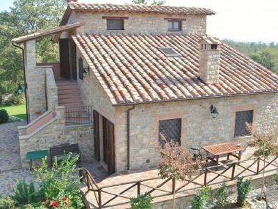 Image 2 | Farmhouse and gite complex in Montegabbione, Umbria for sale with land 179557