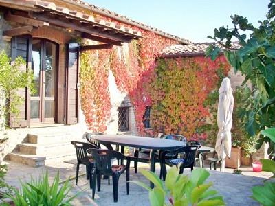 Image 3 | Farmhouse and gite complex in Montegabbione, Umbria for sale with land 179557