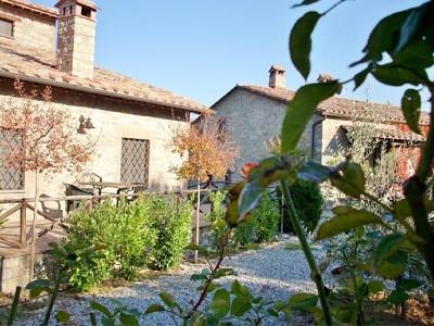 Image 4 | Farmhouse and gite complex in Montegabbione, Umbria for sale with land 179557