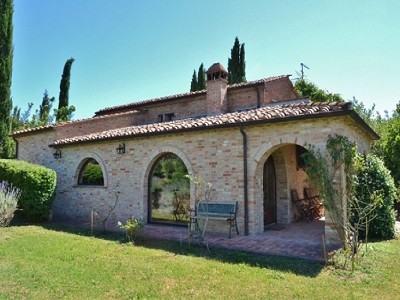 Image 1 | 2 bedroom farmhouse for sale with 1.6 hectares of land, Castiglione del Lago, Perugia, Umbria 179673