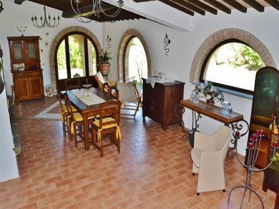 Image 10 | 2 bedroom farmhouse for sale with 1.6 hectares of land, Castiglione del Lago, Perugia, Umbria 179673