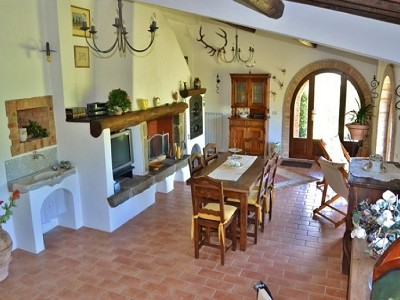 Image 11 | 2 bedroom farmhouse for sale with 1.6 hectares of land, Castiglione del Lago, Perugia, Umbria 179673
